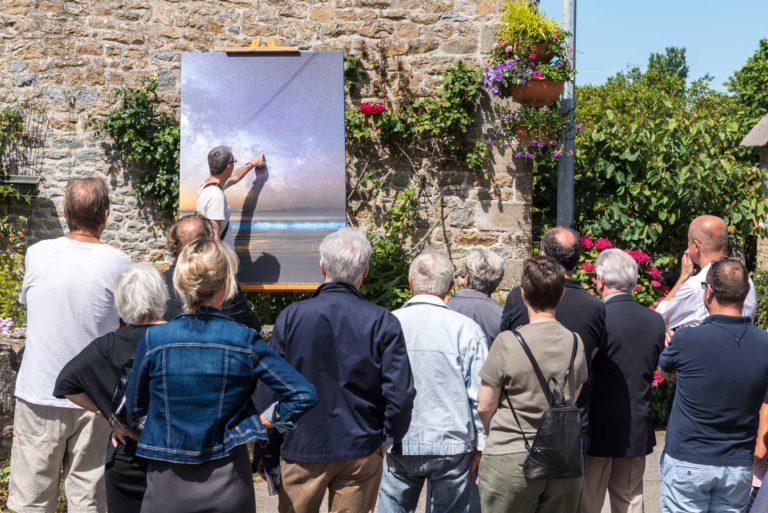 visite guidée de l'expo photo à Plouharnel
