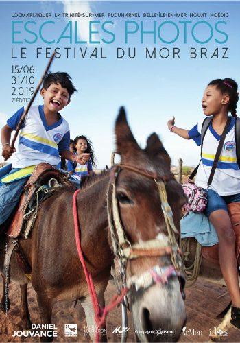 Affiche de l'édition 2019 du festival Escales Photos, Sur les chemins de l'école