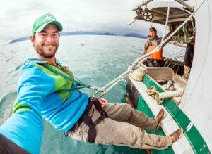 le photographe Chris Miller avec les pêcheurs du Morbihan